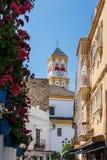 MARBELLA, ANDALUCIA/SPAIN - 23 MAGGIO: Di vista stradine giù alla t immagine stock libera da diritti