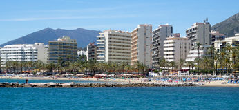 MARBELLA, ANDALUCIA/SPAIN - 4. MAI: Ansicht der Seeseite bei Marb stockfotografie