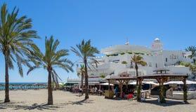 MARBELLA, ANDALUCIA/SPAIN - 4 MAI : Vue de la plage chez Marbell Images libres de droits