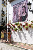 MARBELLA ANDALUCIA/SPAIN - MAJ 23: GataplatsPlaza Fernando royaltyfria foton