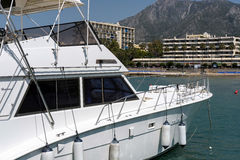 MARBELLA, ANDALUCIA/SPAIN - MAJ 26: Widok jacht w Mari Zdjęcia Stock