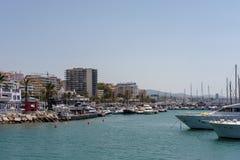 MARBELLA, ANDALUCIA/SPAIN - MAJ 26: Widok linia brzegowa przy Ma Obrazy Stock