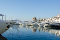 Marbella, Andalusia luglio 2015 Puerto Banus è porto della Spagna il porto sciccoso della Spagna del sud S Fotografia Stock Libera da Diritti