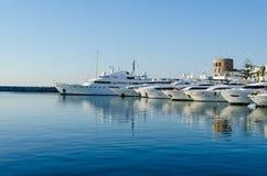 Marbella, Andalusia, Puerto Banus na Lipu 2015 Puerto Banus jest Hiszpania schronieniem ekskluzywny port południowy Hiszpania S Fotografia Stock