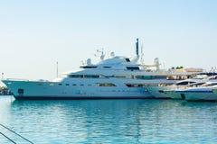 Marbella, España 3 de septiembre de 2014: Yate de lujo famoso de señora Haya Imágenes de archivo libres de regalías