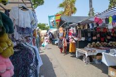 Marbella Hiszpania, Wrzesień, - 1st 2018: Puerto Banus uliczny rynek fotografia stock