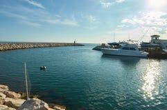 Marbella port z łodzią Zdjęcia Royalty Free
