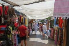 Marbella Spanien - September 1st 2018: Puerto Banus gatamarknad royaltyfri fotografi