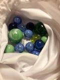 Marbels en un bolso Foto de archivo libre de regalías
