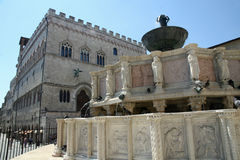 Marble Fontana Maggiore and the palace in Perugia Stock Photo