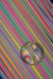 Marbre en verre sur des pailles Photo stock