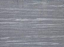 Marbre gris avec les lignes de marbrure blanches horizontales Photo libre de droits