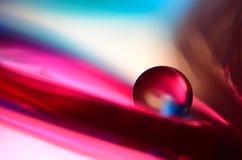 Marbre rose sur le fond rose et bleu Photos stock