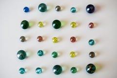 Marbres en verre colorés, jeu d'enfance Photos stock