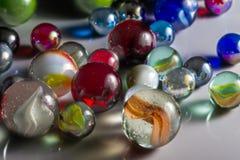 Marbres en verre mélangés Images libres de droits