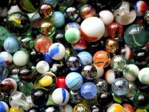 Marbres et perles en verre colorés Images libres de droits