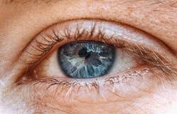 Marbrure dans l'oeil du monde en avant photos stock