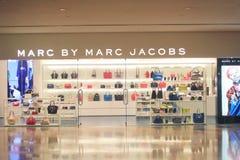 Marc av Marc Jacobs shoppar i Hong Kong Royaltyfri Bild
