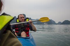 27 Marc 2016 - Halong Bay, Vietnam: a man with unsecured face i royalty free stock images