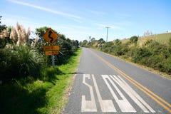 Marcação lenta na estrada fotografia de stock