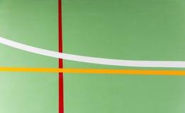 Marcações coloridas em uma corte dos esportes internos imagem de stock