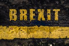 Marcações de estrada amarelas sujas de Brexit foto de stock royalty free