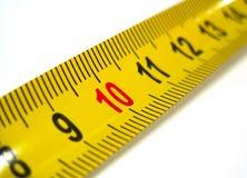 marca 10 en la cinta de medición Foto de archivo