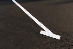 Marca blanca en aparcamiento vacío Fotos de archivo