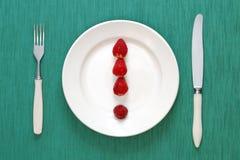 Marca de exclamación hecha de fresas Imagenes de archivo
