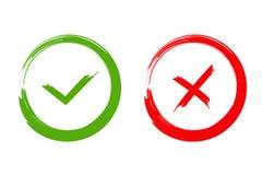 Marca de verificación verde ACEPTABLE e iconos rojos de X, aislados en el fondo blanco Fotos de archivo