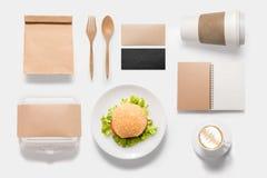 Marca del concepto de diseño de sistema de la hamburguesa de la maqueta aislado en el CCB blanco Foto de archivo libre de regalías