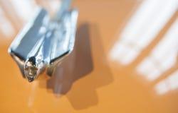 Marca 1946 di logo del coupé di serie 62 di Cadillac fuori dell'automobile Immagini Stock Libere da Diritti