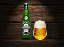 Marca global de la cerveza de Heineken fotografía de archivo