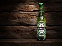 Marca global de la cerveza de Heineken imagenes de archivo