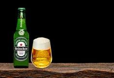Marca global de la cerveza de Heineken imagen de archivo libre de regalías