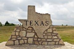 Marcador da estrada de Texas feito da pedra Fotografia de Stock