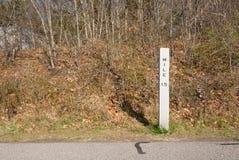 Marcador da milha do trajeto da bicicleta Imagem de Stock Royalty Free