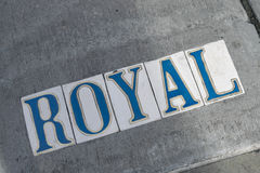 Marcador da rua de Nova Orleães - rua Quarto-real francesa fotografia de stock royalty free