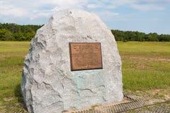 Marcador de pedra que comemora o lugar de primeiro Wright Brothers Flight Imagem de Stock Royalty Free