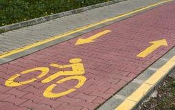 Marcador de pista da bicicleta na estrada ilustração stock