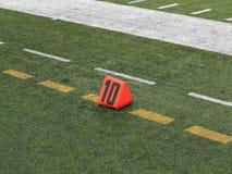 Marcador de yarda del campo de fútbol Imagen de archivo libre de regalías
