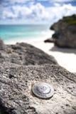 Marcador del estudio geológico de la playa del faro fotos de archivo