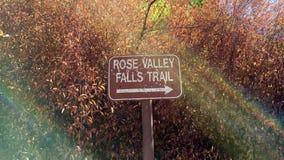 Marcador del rastro de Rose Valley Falls Fotos de archivo libres de regalías