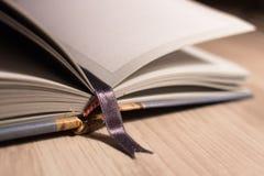 Marcador e páginas no close-up do caderno fotografia de stock royalty free