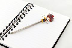 Marcador em um caderno Imagens de Stock Royalty Free