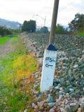 Marcador ferroviario en lastre Fotografía de archivo