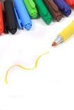Marcadores coloridos em cores do arco-íris fotografia de stock