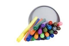 Marcadores que encontram-se no suporte do lápis Fotos de Stock Royalty Free
