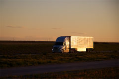 MARCAS blancas del Semi-camión QUITADAS fotos de archivo libres de regalías
