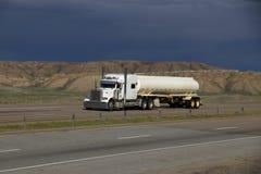 MARCAS blancas del Semi-camión QUITADAS fotografía de archivo